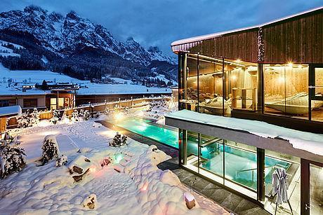 Thermalpool im Winter direkt an der Piste